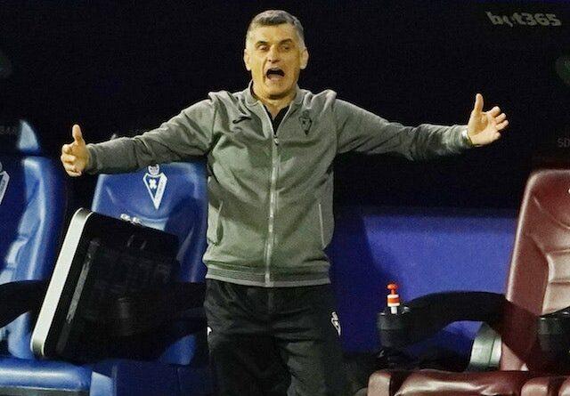 Rafa Mir do Huesca em ação contra o Real Madrid em 6 de fevereiro de 2021