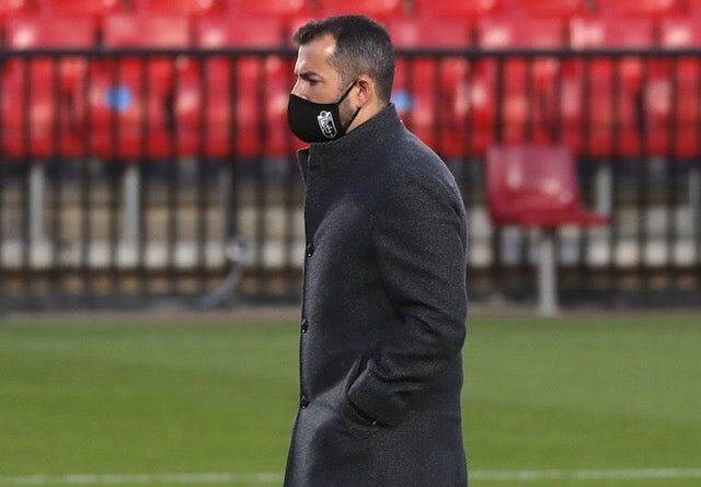 Jogadores do Granada comemoram a vitória do Napoli na Liga Europa em 25 de fevereiro de 2021