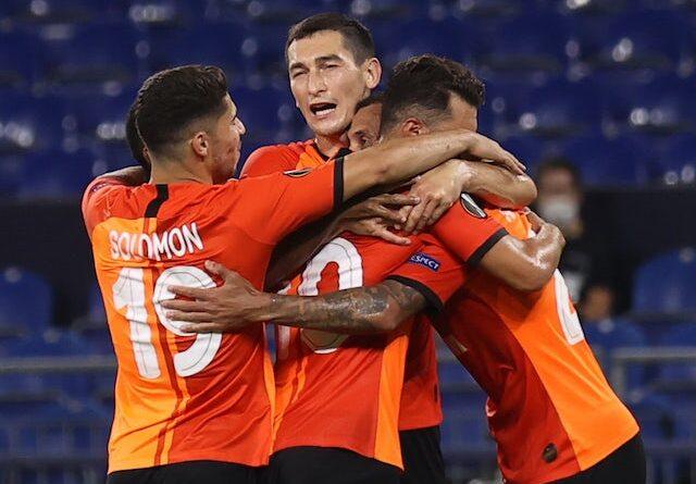 Junior Moraes do Shakhtar Donetsk comemora o gol contra o Wolfsburg na Liga Europa em 5 de agosto de 2020