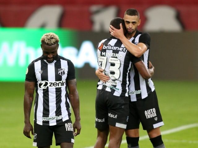 Saulo Mineiro de Ceara with teammates after the match on June 20, 2021