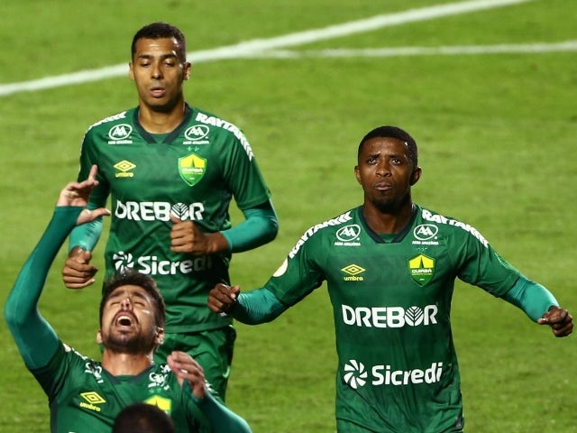 Rafael Gava de Cuiabá celebrates his first goal with his teammates on June 23, 2021