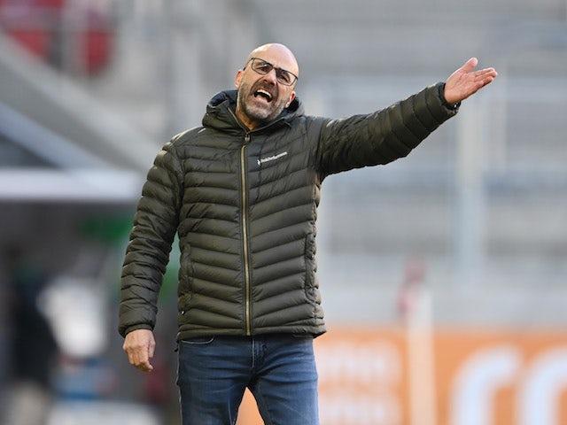 Bayer Leverkusen coach Peter Bosz pictured on February 21, 2021