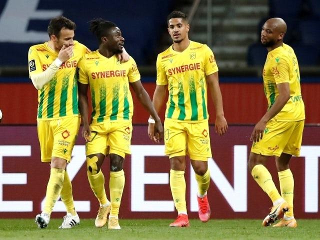 Moses Simon von Nantes celebrates his second goal on March 14, 2021 with teammates like Ludovic Blas