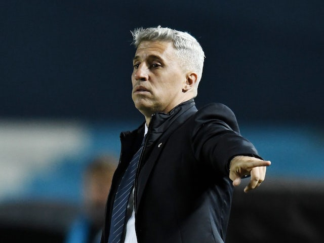 São Paulo's coach Hernan Crespo during the game on May 5, 2021