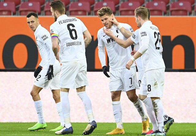 Florian Niederlechner from FC Augsburg will celebrate his second goal with his teammates on January 23, 2021