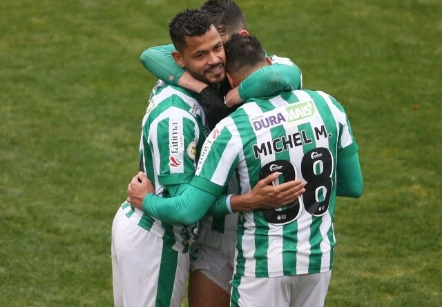 Juventudes Elton celebrates with his teammates after the game on June 27, 2021