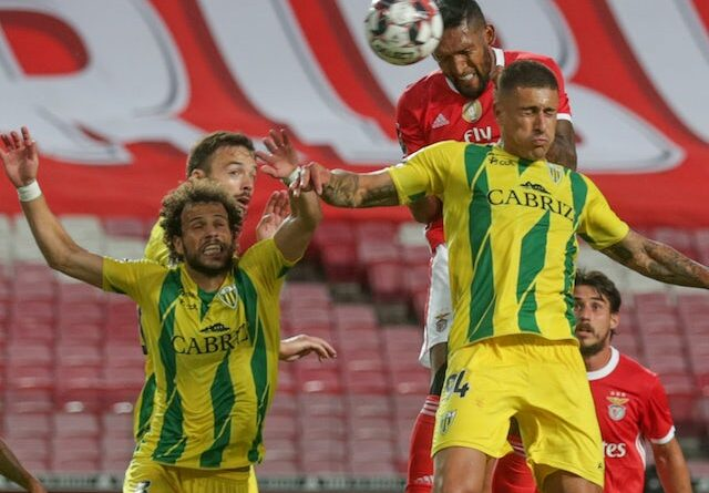 Tondela players will challenge space against Benfica in June 2020