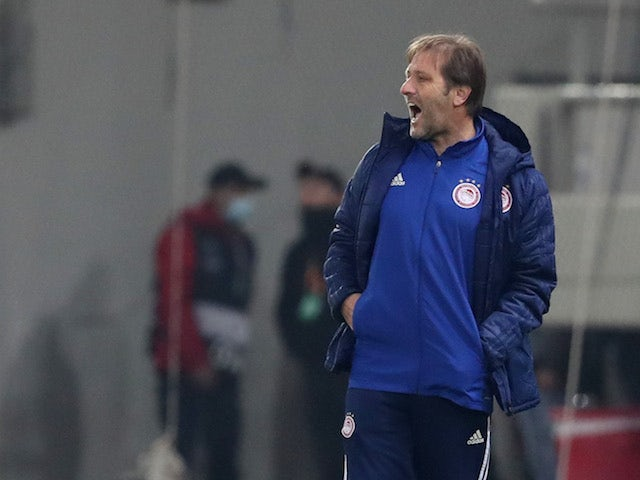 Olympiacos coach Pedro Martins in the Europa League on February 18, 2021