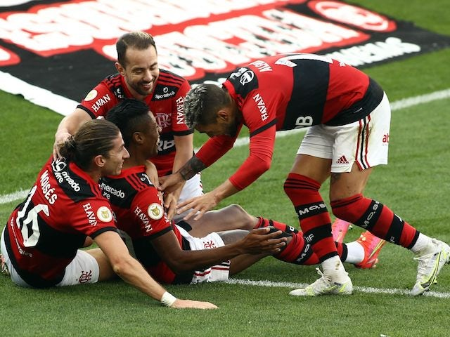 Flamengos Bruno Henrique will celebrate his third goal with Filipe Luis and his teammates on August 1st, 2021