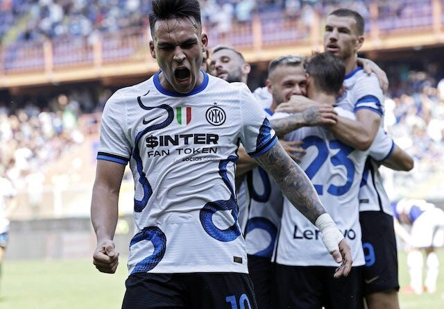 Lautaro Martinez from Inter Milan will celebrate his second goal with his teammates on September 12, 2021