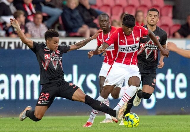 Noni Madueke from PSV Eindhoven in action with Paulinho from FC Midtjylland on August 10, 2021