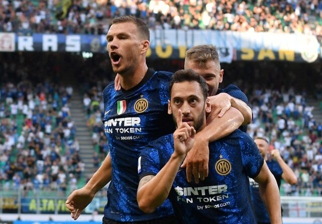 Inter Milan's Hakan Calhanoglu will celebrate his second goal with his teammates on August 21, 2021