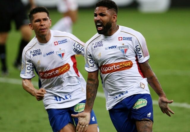 Fortalezas Romarinho will celebrate his second goal with his teammates on January 18, 2021
