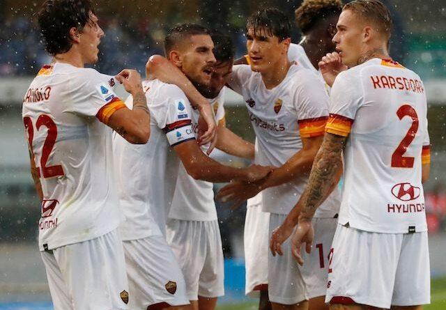 Roma's Lorenzo Pellegrini will celebrate his first goal with his teammates on September 19, 2021