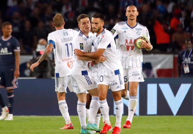 Strasbourg players will celebrate against Paris Saint-Germain on August 14, 2021